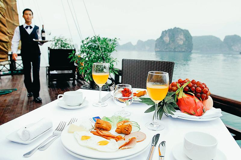Special dining setting on Bhaya Legend Private Cruise