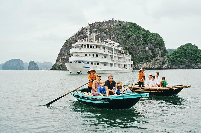 Cultural sustainable experience with The Au Co cruise