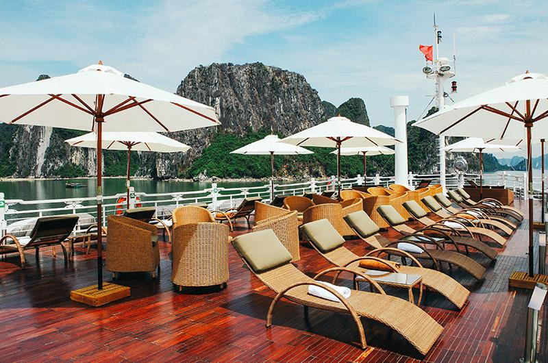 Luxury and comfort sundeck on Au Co Cruise