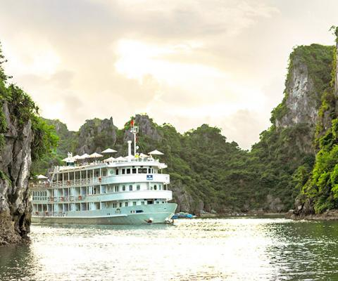 The Au Co Cruise on Halong Bay