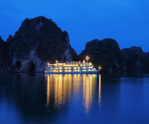 The Au Co Cruise by night