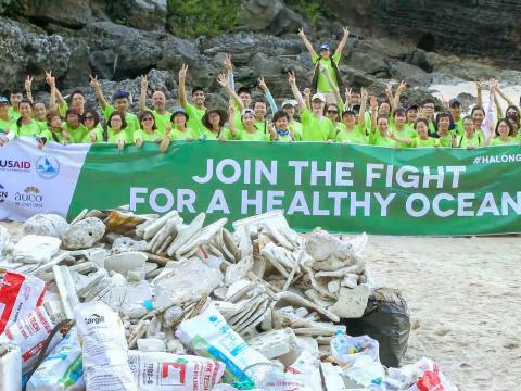 Halong Bay cleanup day
